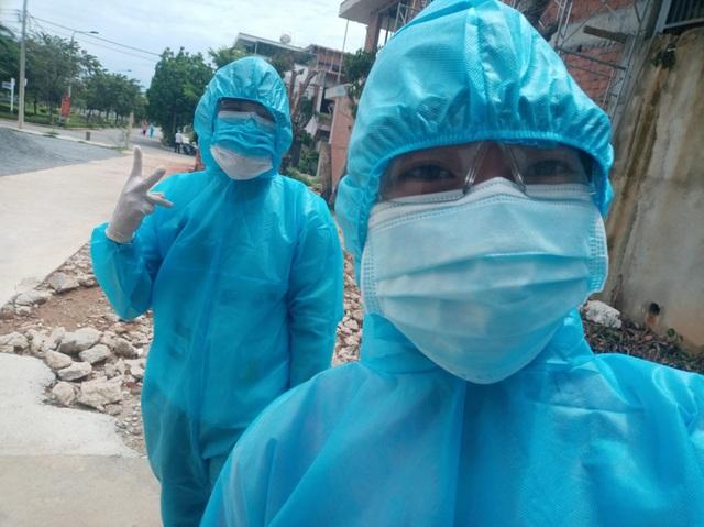 Sinh viên chi viện tâm dịch: 1 ngày gõ cửa 400 nhà để truy vết - 3