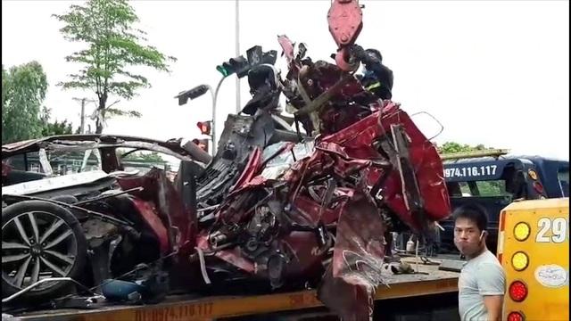 Xe container nghiền nát xe con trên phố Hà Nội, 3 người tử vong tại chỗ - 2