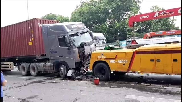 Xe container nghiền nát xe con trên phố Hà Nội, 3 người tử vong tại chỗ - 4