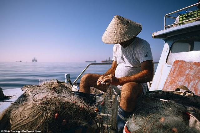 Khoảnh khắc chài lưới ở Việt Nam nằm trong top ảnh đẹp của giải ảnh quốc tế - 9