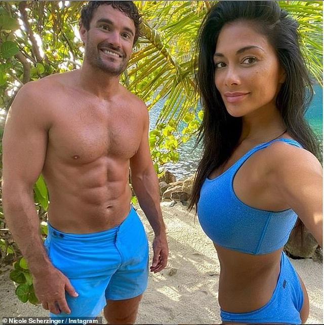 Arabella Chi cuốn hút với bikini vàng - 6