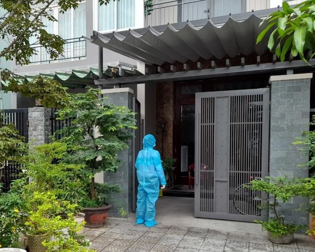 Sinh viên chi viện tâm dịch: 1 ngày gõ cửa 400 nhà để truy vết - 4