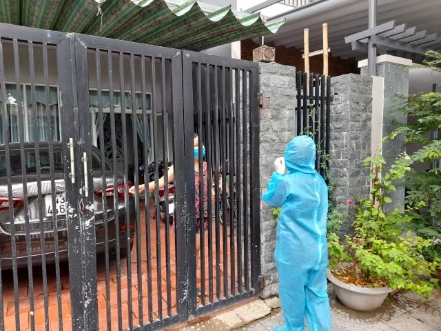 Sinh viên chi viện tâm dịch: 1 ngày gõ cửa 400 nhà để truy vết - 6