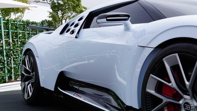 CR7 vung tiền mua siêu xe đắt nhất thế giới Bugatti Centodieci - 7