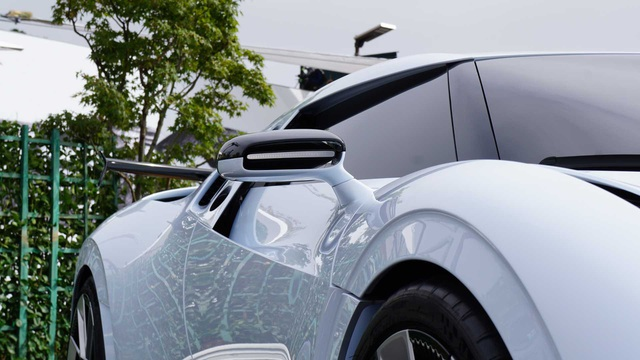 CR7 vung tiền mua siêu xe đắt nhất thế giới Bugatti Centodieci - 11