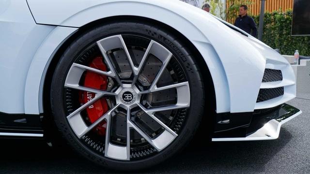CR7 vung tiền mua siêu xe đắt nhất thế giới Bugatti Centodieci - 5