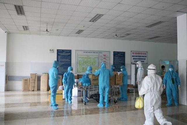 Ổ dịch bệnh viện Đà Nẵng quét sạch Covid-19, đón bệnh nhân đến khám - 2