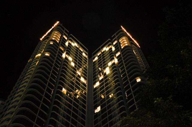 Đà Nẵng: Khách sạn đồng loạt lên đèn hình trái tim giữa mùa dịch - 3