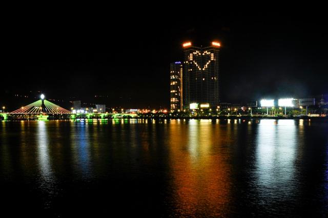 Đà Nẵng: Khách sạn đồng loạt lên đèn hình trái tim giữa mùa dịch - 6