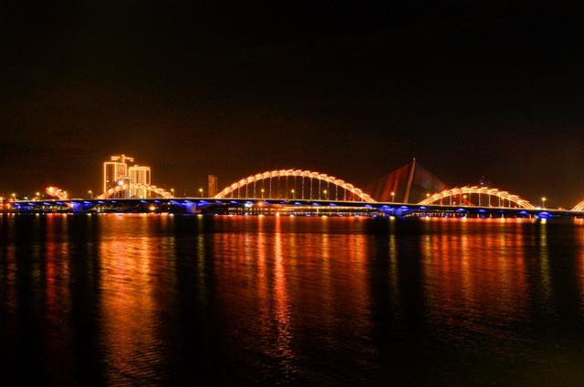 Đà Nẵng: Khách sạn đồng loạt lên đèn hình trái tim giữa mùa dịch - 7