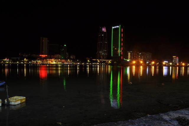 Đà Nẵng: Khách sạn đồng loạt lên đèn hình trái tim giữa mùa dịch - 5