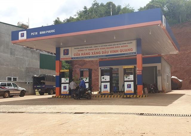 Gần 400 cửa hàng tiêu thụ xăng giả của đại gia Trịnh Sướng - 2