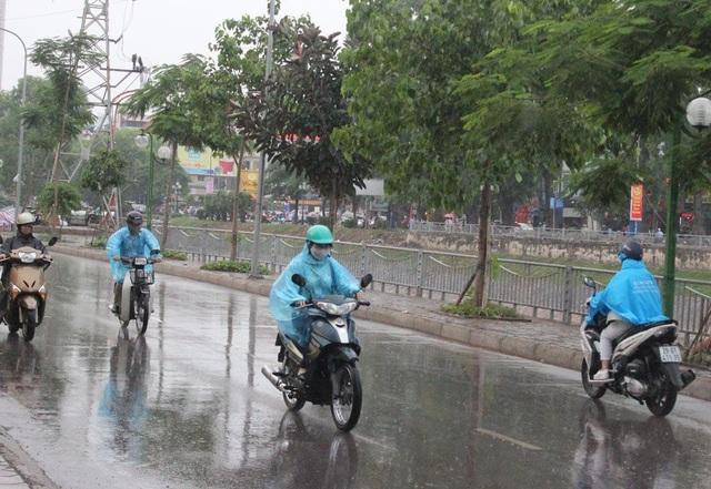 Hà Nội mưa rào và giông đến cuối tuần - 1