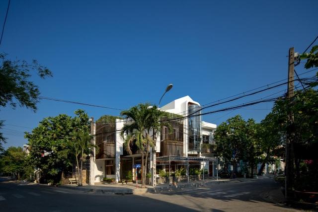 Hai ngôi nhà ở Sài Gòn được đập thông làm 1 gây bất ngờ vì thiết kế độc đáo - 1