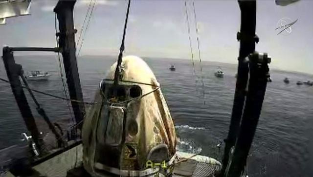 Cú đáp lịch sử đưa phi hành đoàn của NASA trở về Trái Đất an toàn - 2