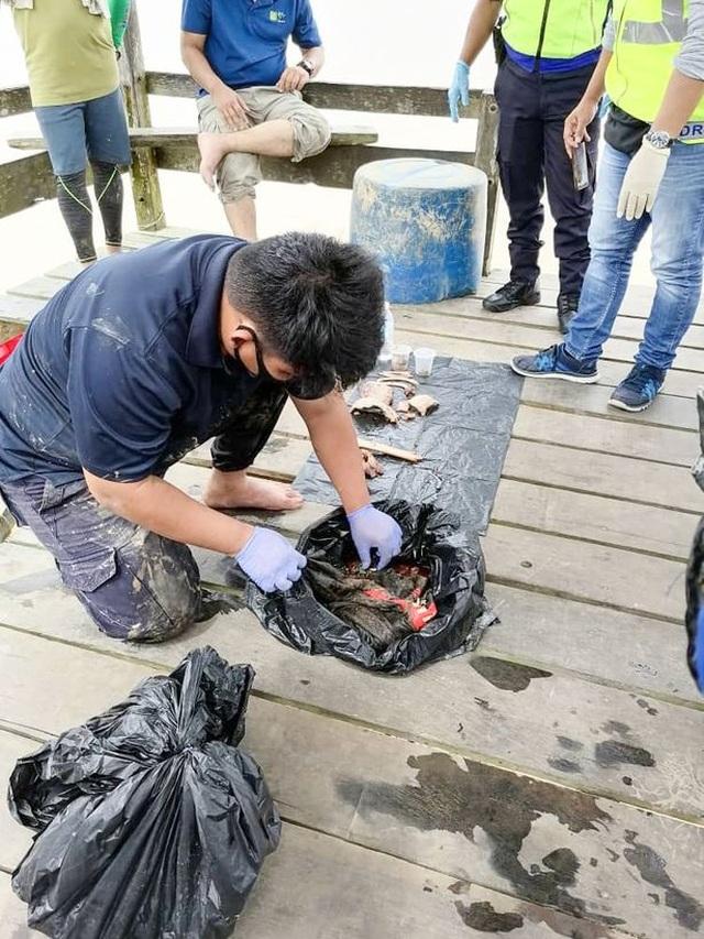 Tìm thấy thi thể cậu bé 14 tuổi bị mất tích ở Malaysia trong bụng cá sấu - 3