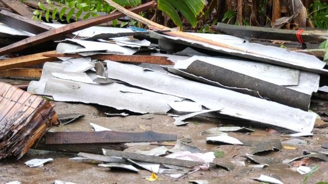 Hàng trăm gia đình miền Tây điêu đứng vì bão số 2 - 1