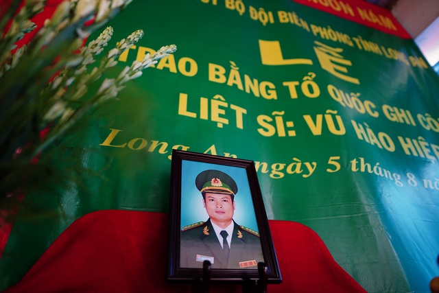 Xúc động lễ trao bằng Tổ quốc ghi công cho liệt sĩ Bộ đội Biên phòng - 1