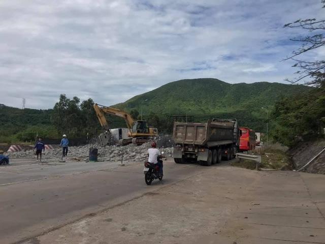 Tháo dỡ trạm thu phí Đèo Ngang sau 4 năm bỏ không - 3