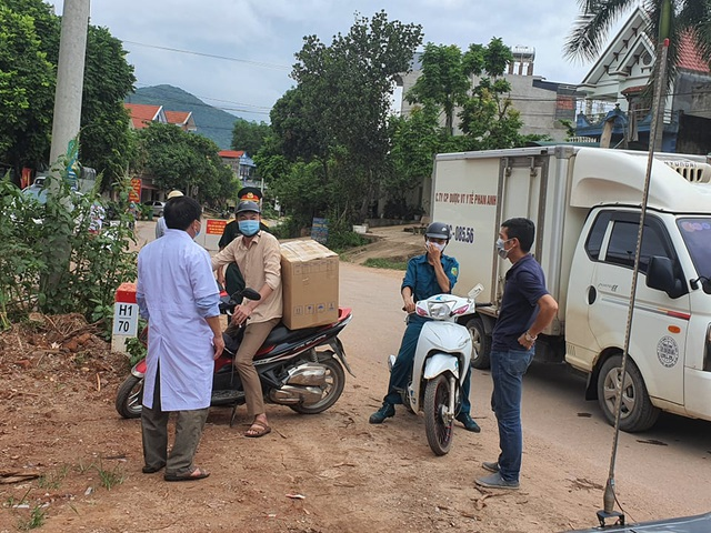 Hình ảnh phong tỏa khu vực có bệnh nhân Covid-19 ở Bắc Giang - 10