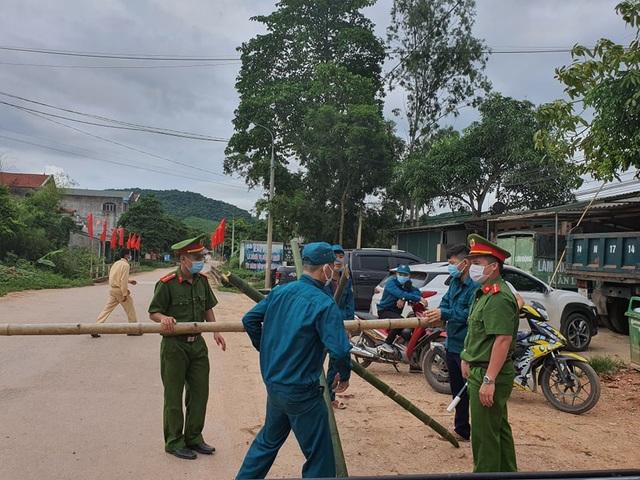 Hình ảnh phong tỏa khu vực có bệnh nhân Covid-19 ở Bắc Giang - 11