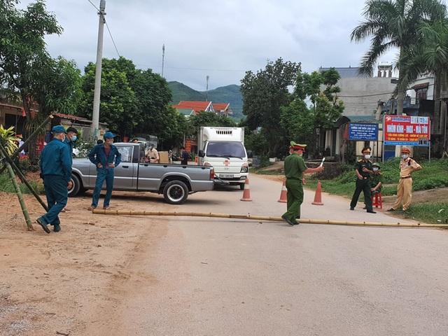 Hình ảnh phong tỏa khu vực có bệnh nhân Covid-19 ở Bắc Giang - 9