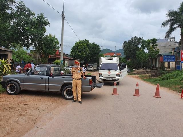 Hình ảnh phong tỏa khu vực có bệnh nhân Covid-19 ở Bắc Giang - 8