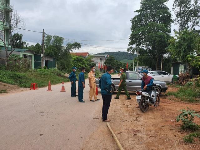 Hình ảnh phong tỏa khu vực có bệnh nhân Covid-19 ở Bắc Giang - 5