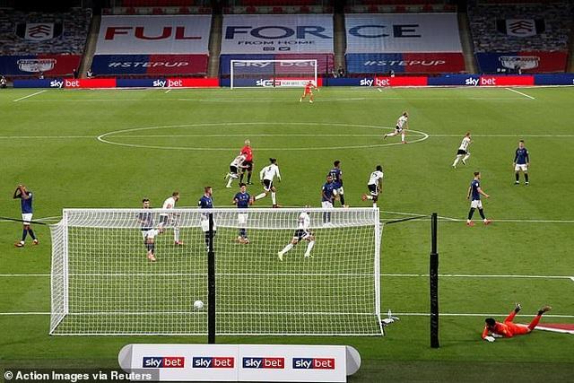 Fulham đánh bại Brentford ở trận cầu đắt giá nhất thế giới - 4