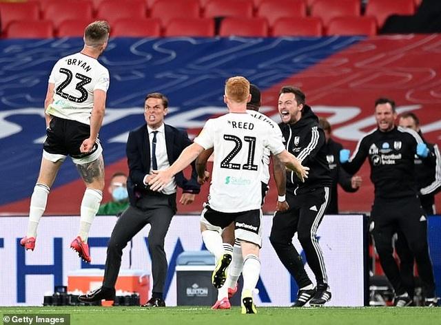 Fulham đánh bại Brentford ở trận cầu đắt giá nhất thế giới - 3