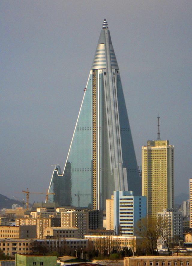 Sau 33 năm, khách sạn cao nhất Triều Tiên vẫn chưa từng đón khách - 4