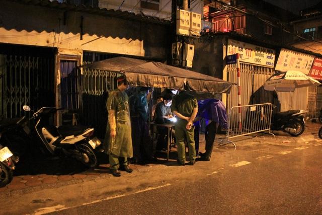 Hà Nội: Phong tỏa, cách ly con ngõ nơi bệnh nhân 714 sinh sống - 2