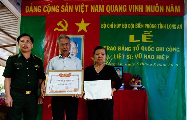 Xúc động lễ trao bằng Tổ quốc ghi công cho liệt sĩ Bộ đội Biên phòng - 7