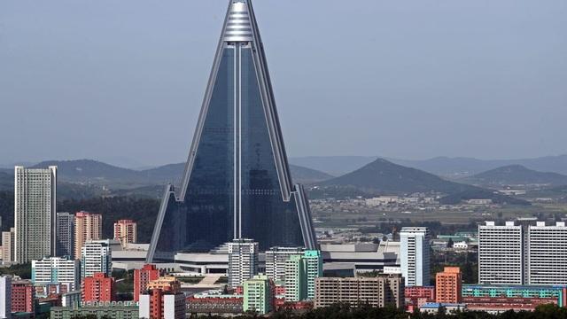 Sau 33 năm, khách sạn cao nhất Triều Tiên vẫn chưa từng đón khách - 1