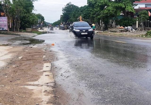 Nghệ An: Nước xả thải lênh láng cả quốc lộ, hàng trăm người dân kêu cứu - 6