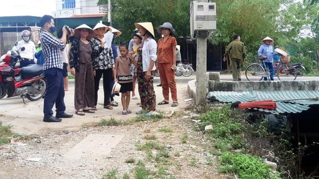 Nghệ An: Nước xả thải lênh láng cả quốc lộ, hàng trăm người dân kêu cứu - 4