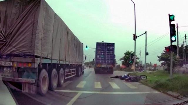 Hà Nội: Xe container tông chết cô gái trẻ rồi bỏ chạy - 1