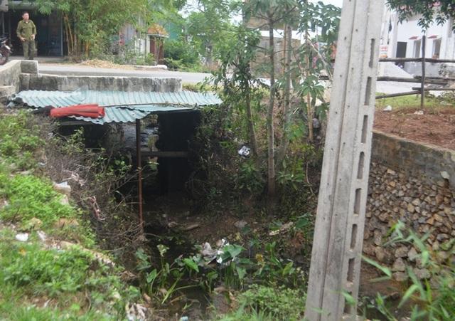 Nghệ An: Nước xả thải lênh láng cả quốc lộ, hàng trăm người dân kêu cứu - 1
