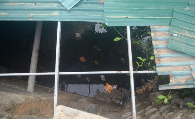 Nghệ An: Nước xả thải lênh láng cả quốc lộ, hàng trăm người dân kêu cứu - 2