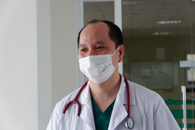 Cụ ông mắc Covid-19 ở Hà Nội bị tổn thương phổi, nhiễm khuẩn huyết - 1