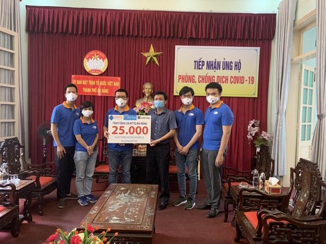 First News tặng khẩu trang, sách cho người dân Đà Nẵng - 3