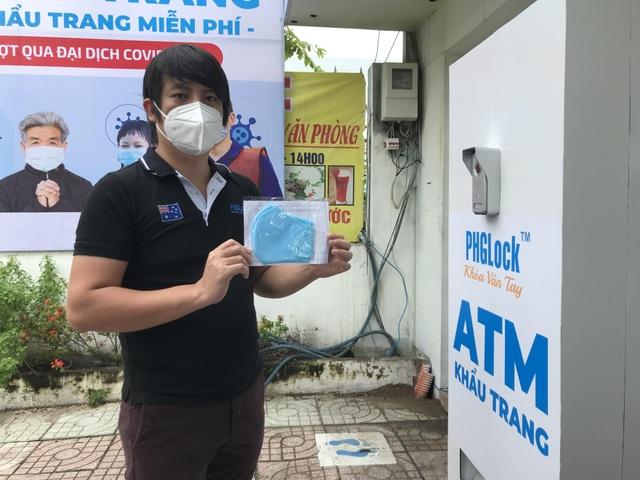 ATM khẩu trang miễn phí ở Sài Gòn - 9