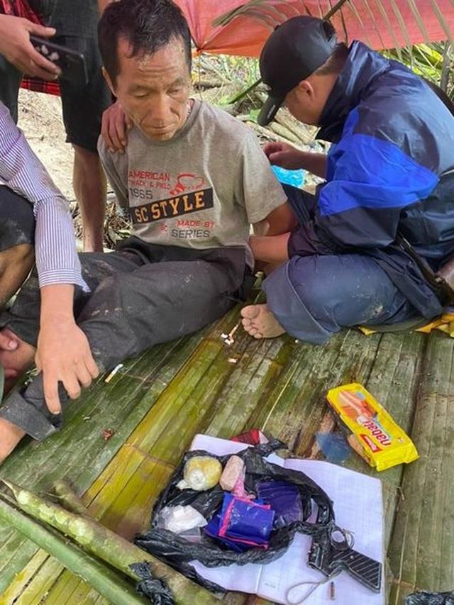 Bắt nhóm buôn ma túy dùng vũ khí nóng chống trả, hai công an bị thương - 1