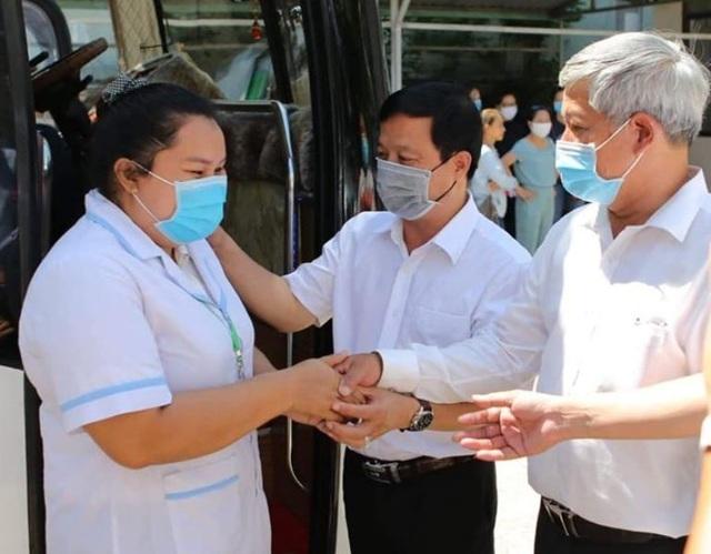 """Những chiến sĩ áo blouse trắng chia lửa"""" giúp Đà Nẵng chống dịch Covid-19 - 12"""