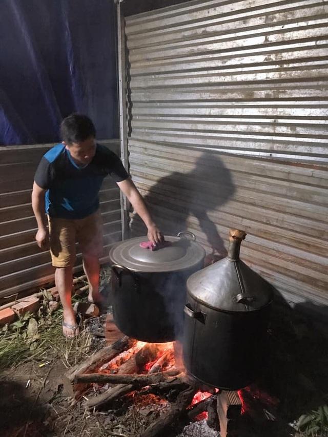 Đắk Lắk: Thầy giáo gói cả trăm chiếc bánh chưng gửi vào khu cách ly - 6