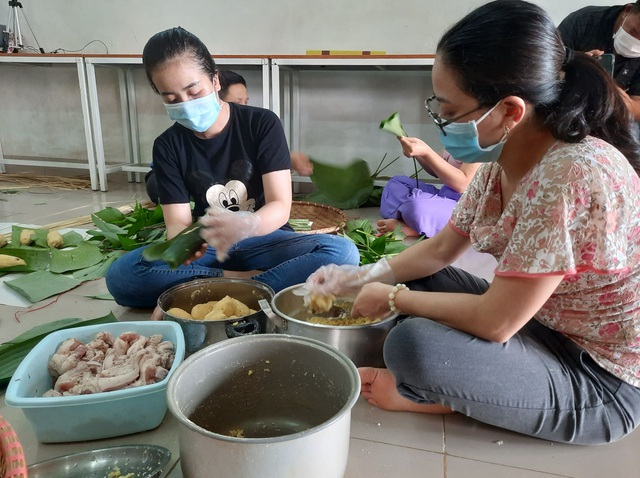Đắk Lắk: Thầy giáo gói cả trăm chiếc bánh chưng gửi vào khu cách ly - 4