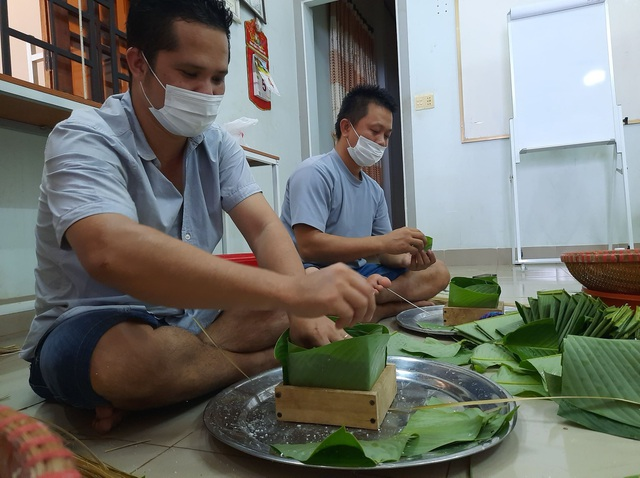 Đắk Lắk: Thầy giáo gói cả trăm chiếc bánh chưng gửi vào khu cách ly - 7