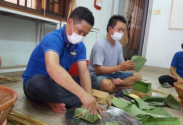 Đắk Lắk: Thầy giáo gói cả trăm chiếc bánh chưng gửi vào khu cách ly - 1