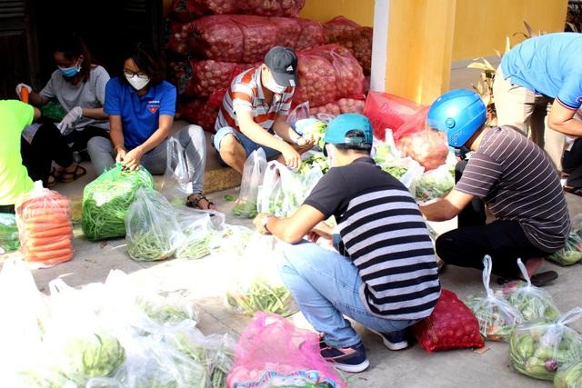 Hội An: Đi từng ngõ, gõ từng nhà, trao thực phẩm đến hộ dân cách ly - 2