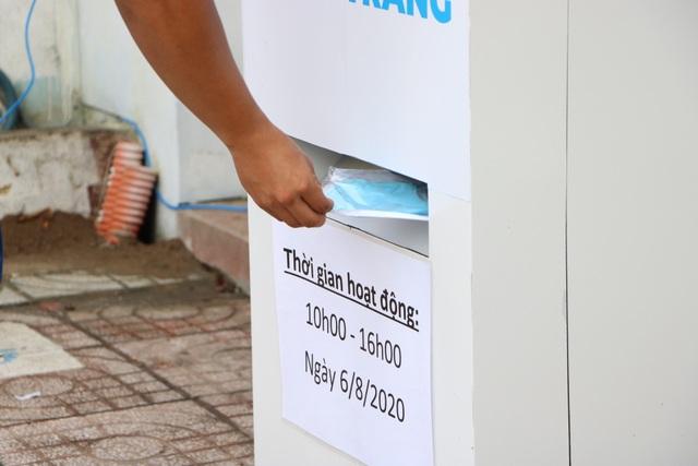 ATM khẩu trang miễn phí ở Sài Gòn - 6